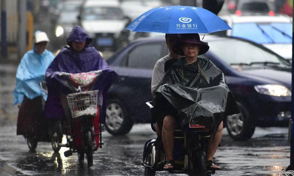 视频直播:济南迎来强降雨 部分路段积水