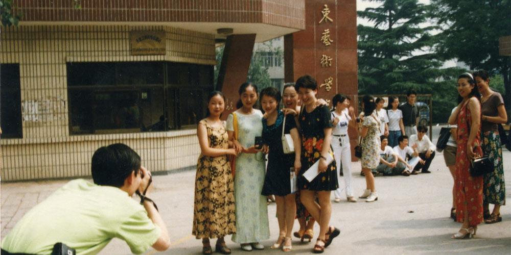 毕业季老照片①:山东艺术学院历年毕业合影大曝光