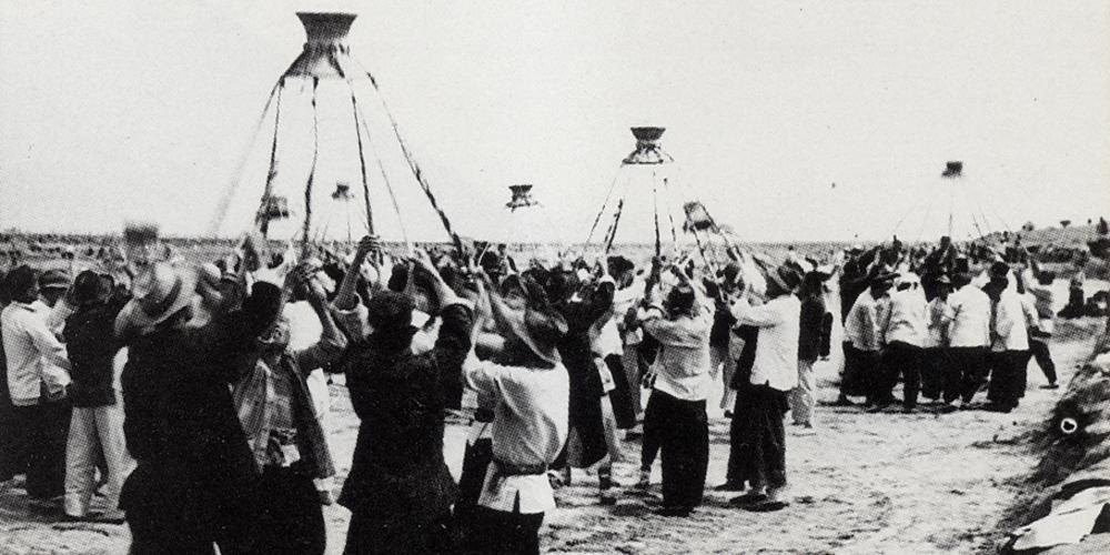 """赤身抢险独轮抗洪 珍贵老照片见证黄河大堤上的""""群众路线"""""""