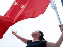 济宁女文艺兵退伍五年坚持每天升国旗