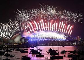 烟火璀璨! 世界各地喜迎2018新年