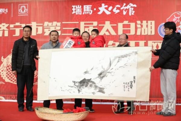 济宁太白湖新年头网头鱼重68.8斤 拍出16.8万高价
