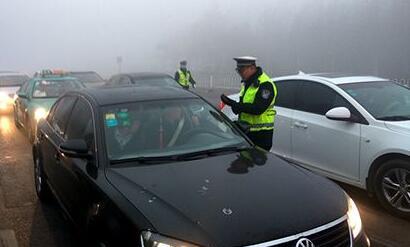 元旦期间 淄博每天2200余警力上路巡查