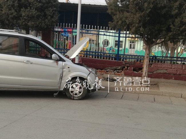疑似油门当刹车,泰安一女司机驾车撞坏幼儿园院墙