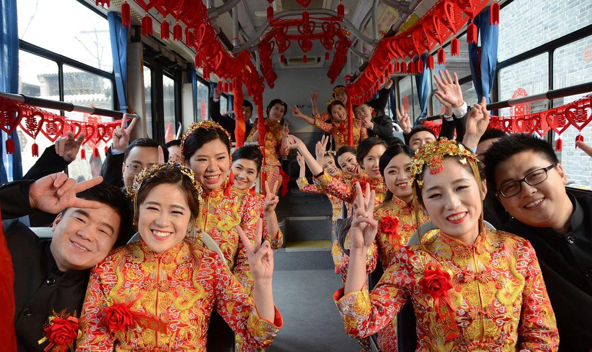 聊城11对新人举行集体婚礼喜迎新年