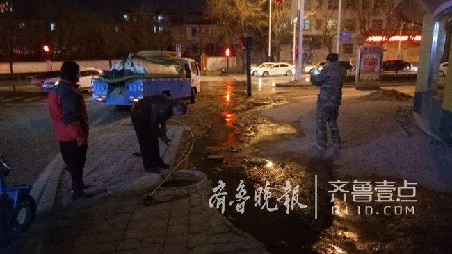 泰安:水井堵塞致污水流淌 维修、环卫及时抢修