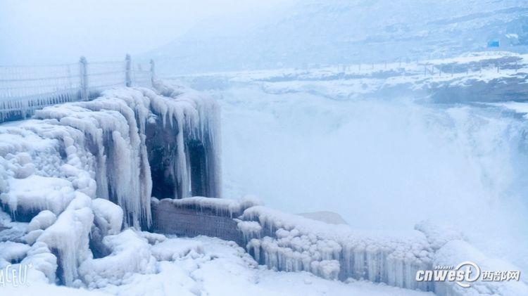 大雪中的壶口瀑布 粉妆玉砌美不胜收