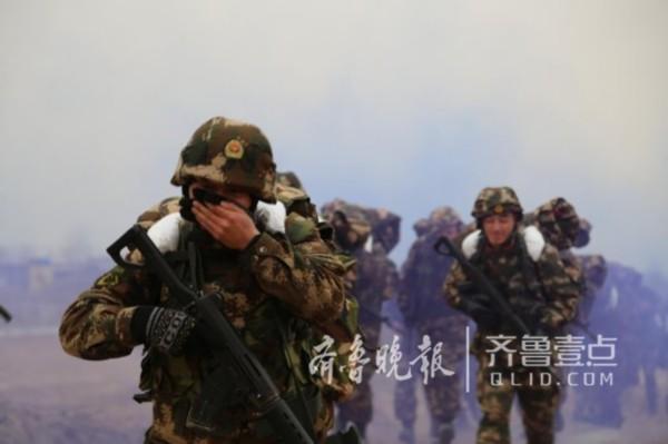 帅气!武警菏泽支队冬季组织野营拉练,像极了拍大片