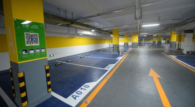 济南泉城广场地下智能停车场启用 新增130个车位