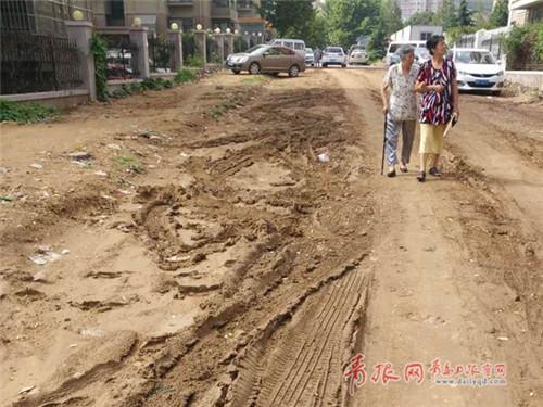 青岛东宁路土路硬化完工解决居民14年的出行难题