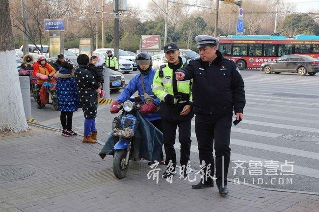 C1驾照骑摩托,济南历下交警一小时查了仨