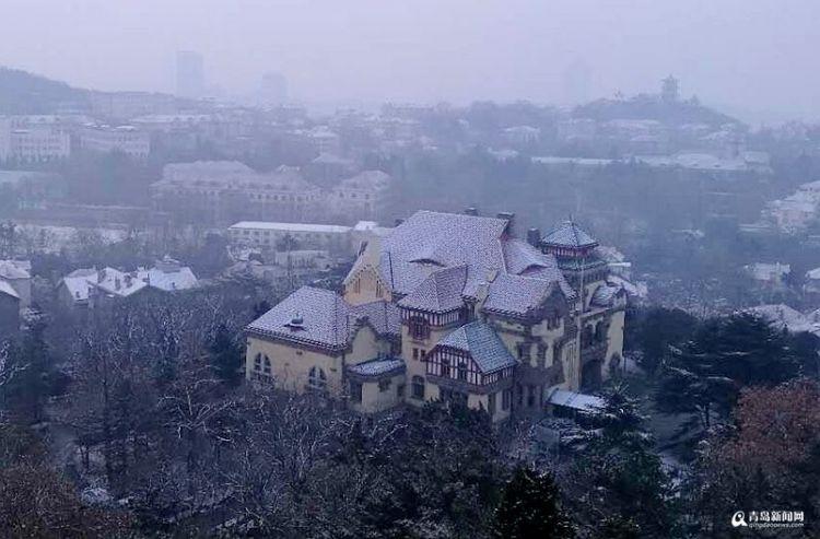高清:终于等到你 雪后青岛老城区美成了画