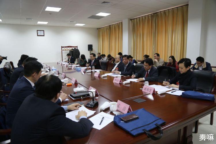 陈飞同政协科协科技界委员共同讨论政府工作报告