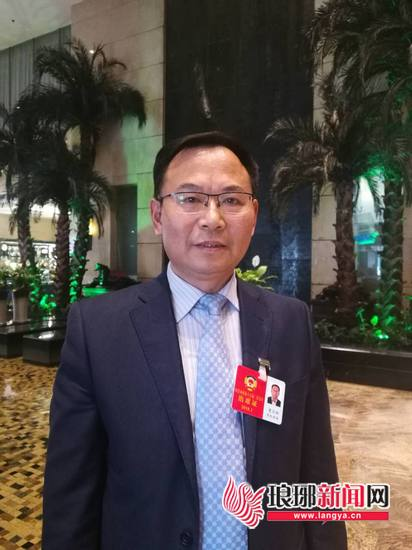 曹庆彬委员:完善食品安全 先进的检测设备很重要