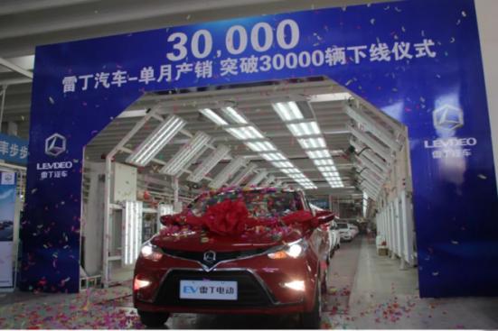 轰动行业!首个单月产销双破3万的微型电动汽车品牌荣耀诞生!369