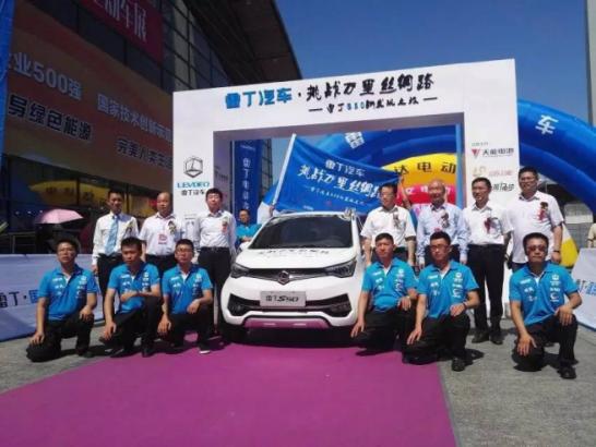 轰动行业!首个单月产销双破3万的微型电动汽车品牌荣耀诞生!1352
