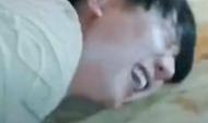 林俊杰喝酒被打屁股 痛到脸部扭曲趴桌上