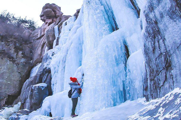高清:青岛今天最低-7℃ 北九水冰瀑震撼来袭