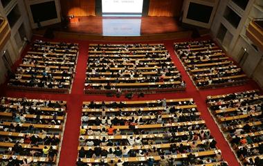 济南再现5000名考研族同上巨无霸大课 场面壮观