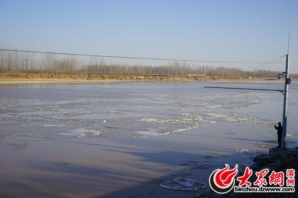 受冷空气影响 黄河滨州河段开始淌凌