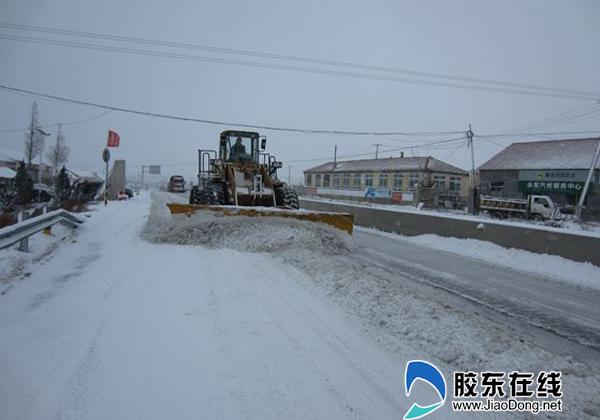 烟威高速公路管理处全力清雪确保公路畅通(图)
