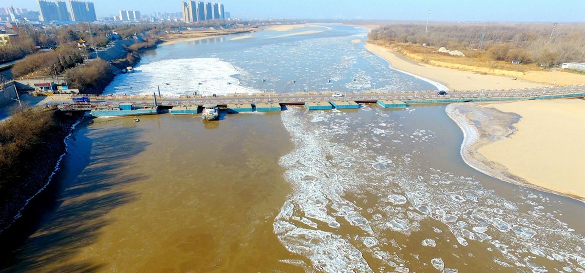 瞰新闻|黄河济南段现大面积冰凌 浮桥临时拆除
