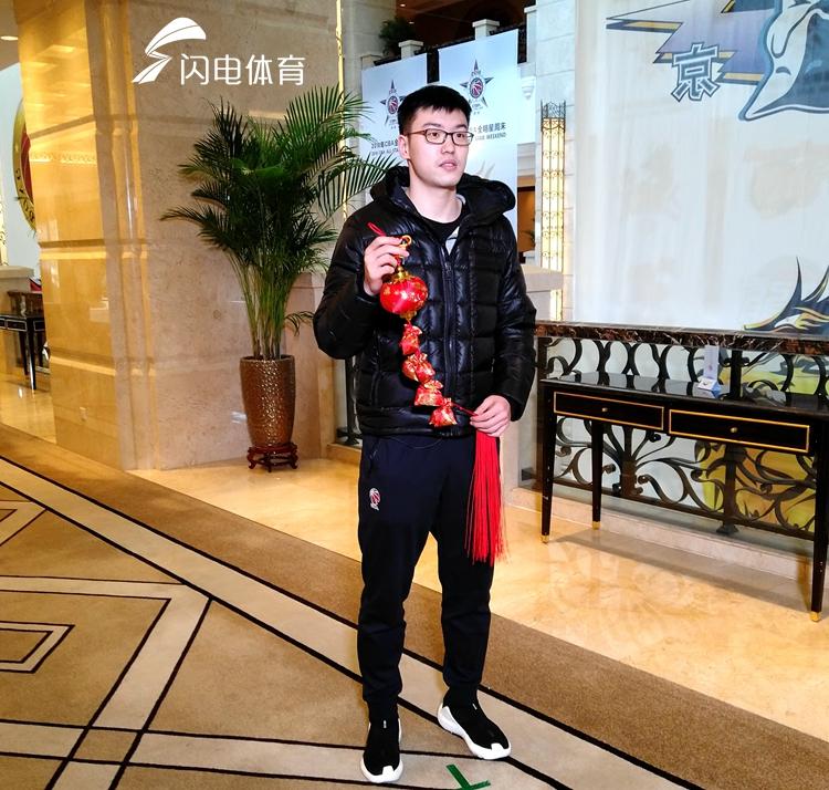 山东男篮将帅抵达深圳备战全明星 丁彦雨航因伤推迟