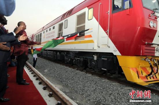 """中国企业在非洲做的事 连外国人都疯狂""""打Call"""""""
