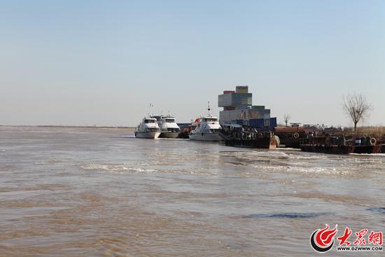 山东黄河今冬首次淌凌,最大冰块面积30平米!