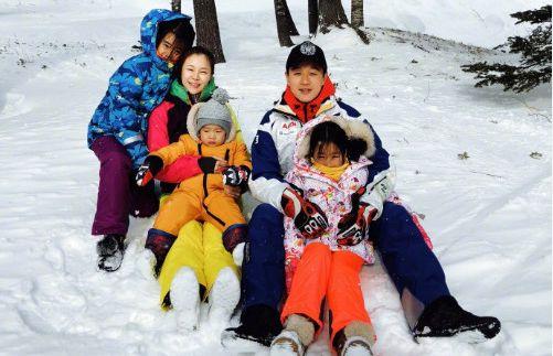 佟大为一家五口滑雪,一岁多的小儿子呆萌出镜