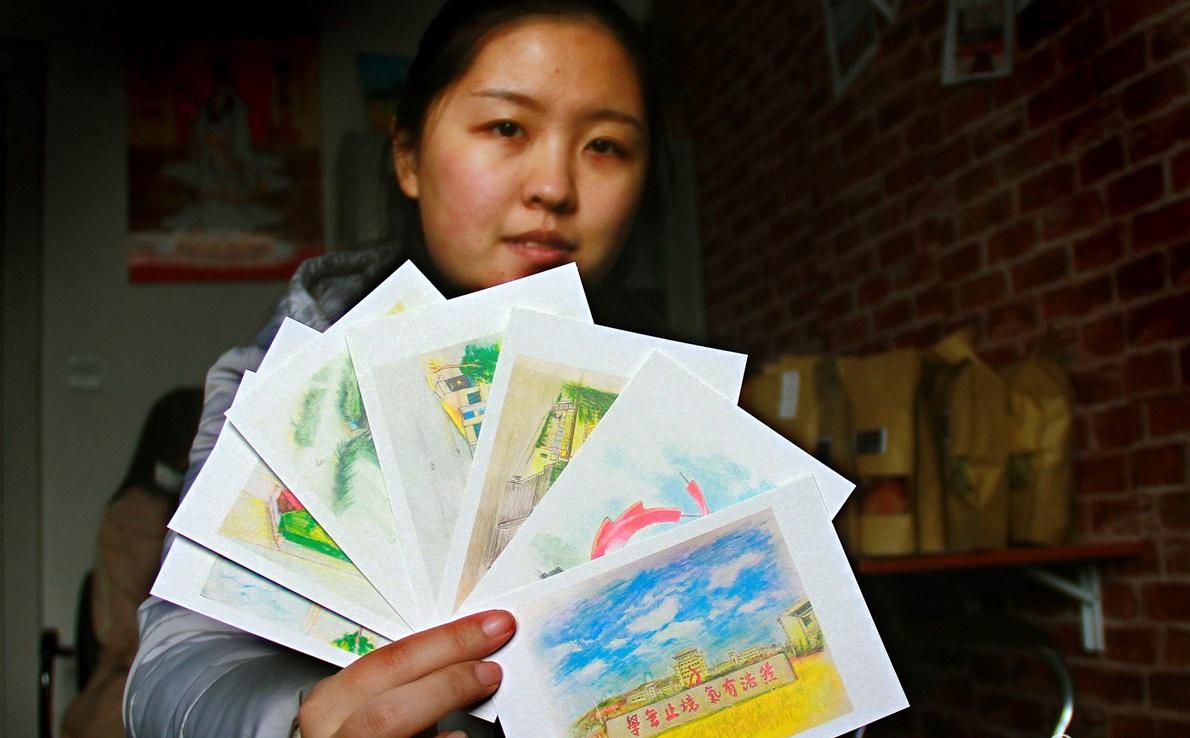 威海大学生卖情怀 校园风光包装海鲜日入千元