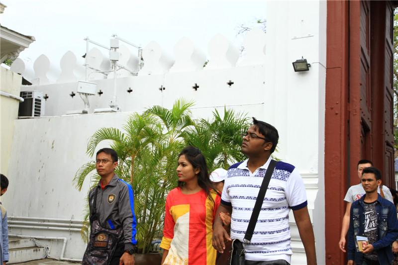 不同国度的游客