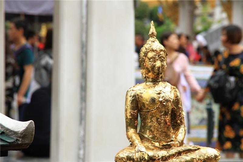 鎏金的佛像