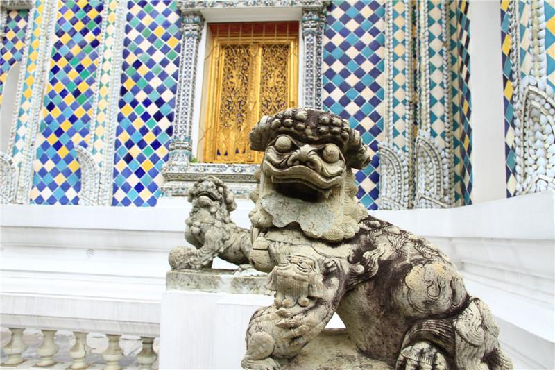 玉佛寺里的石雕
