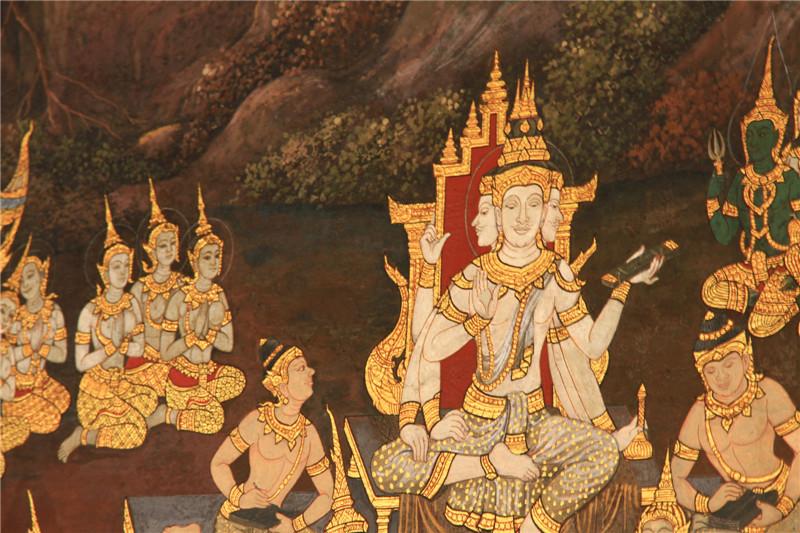在泰国,90%多的人信奉佛教,尤其是四面佛