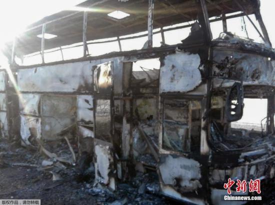 哈萨克斯坦一客运大巴起火造成52人遇难