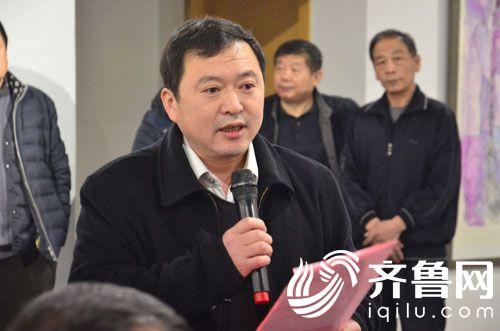 滨州市文联副主席蔡向东主持展览开幕式