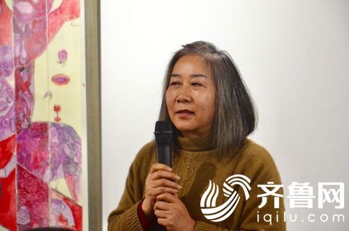 画家王彦萍介绍这批展出的作品