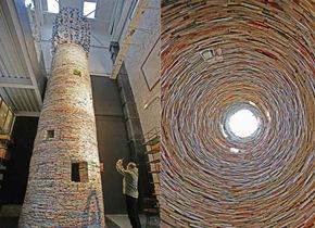 """西安惊现15吨图书搭建成11米高""""书塔"""""""