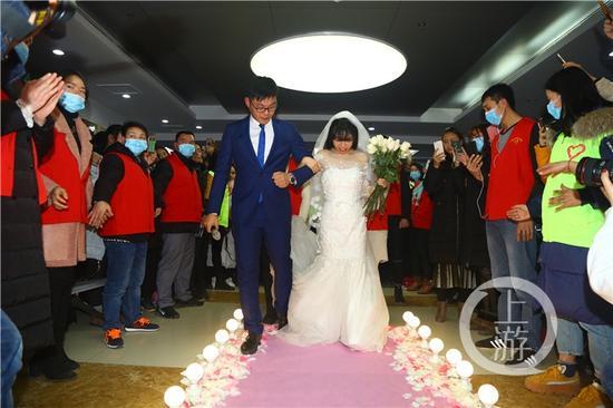 女孩办一个人婚礼