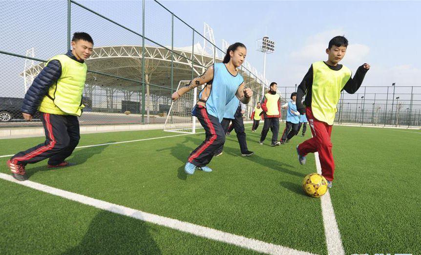 滨州足球小镇过寒假 学员训练不惧严寒