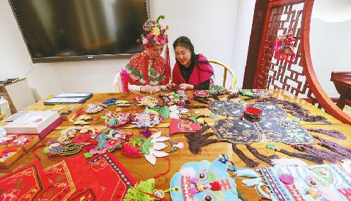 非遗传承人走访村落遍寻刺绣技艺 只盼老手艺代代传承