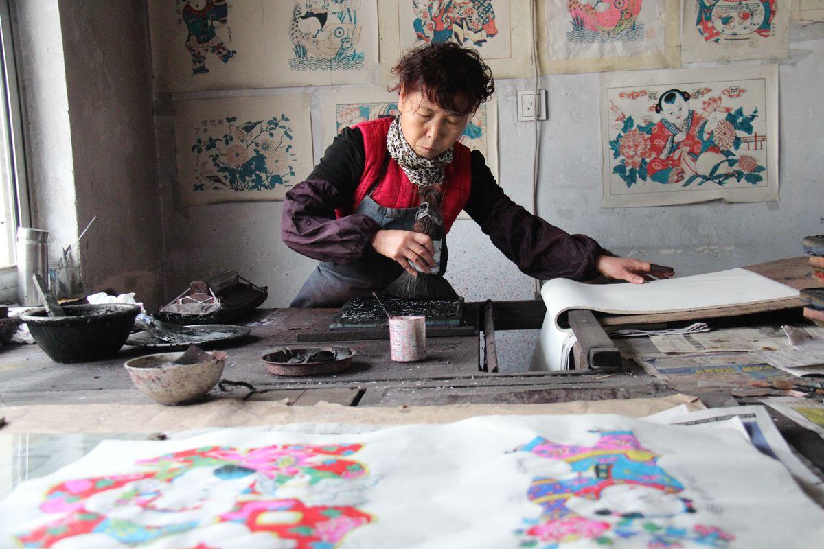 精雕细琢木版上 杨家埠画展非遗魅力