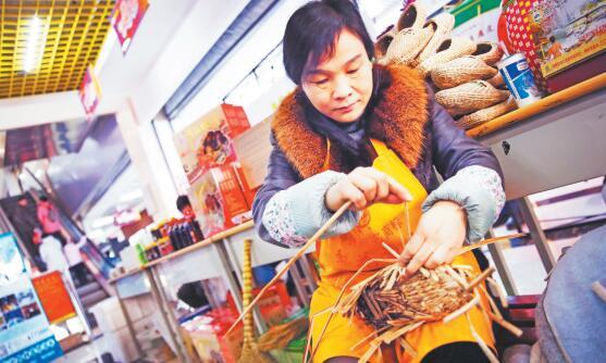 """高青县""""第一书记""""为农民兄弟代言销售土特产"""