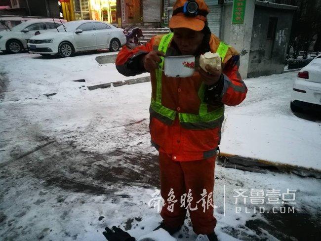 12000名环卫工人一夜无眠,致敬雪夜里济南最可爱的人