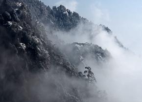 黄山因雨雪天气封闭 再次开放后风光壮丽