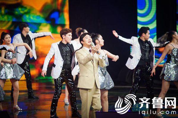 山东卫视春晚录制:周涛主持 罗志祥谭维维费玉清王小利亮相