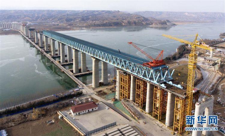 河南三门峡黄河公铁两用特大桥加紧施工 计划年底建成