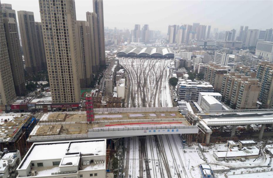 中国首座极不平衡转体桥成功转体 创三项世界纪录