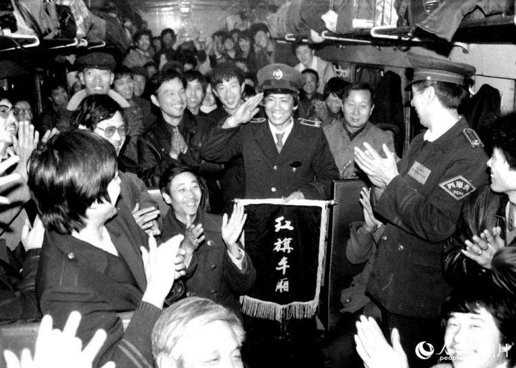 镜头讲述中国30年春运印迹